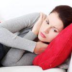 生理が遅れる原因と理由って?腹痛が起こる場合は妊娠?