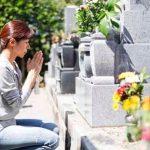 お盆のお墓参り最適な時期はいつ?花の供え方と服装も気をつけよう!