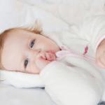 赤ちゃんの冬服の枚数は何枚着せるの?室内での着せ方は?